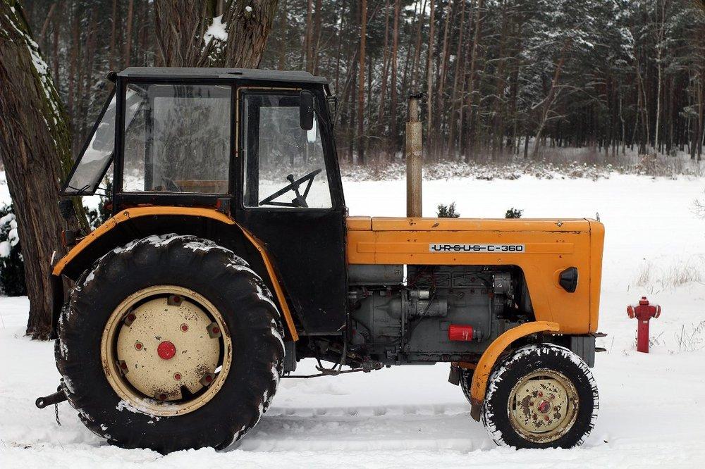 tractor-5927940_1920.jpg